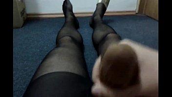 962562 cumming with nylon sock in pantyhose (1)