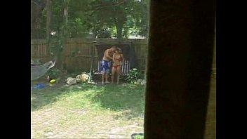 camara oculta-espiando a los vecinos cogiendo en el patio