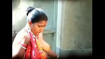 indian bhabi hot boobs caught by hidden cam