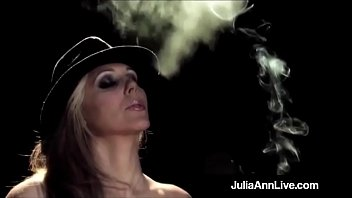 trendy mother julia ann ---looking for fast lovemaking.