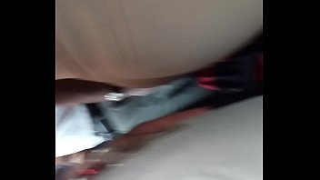 tocando el caboose a chibola culona en el tren