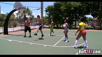 basketball game with broads