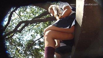 colegiala upskirt sentada